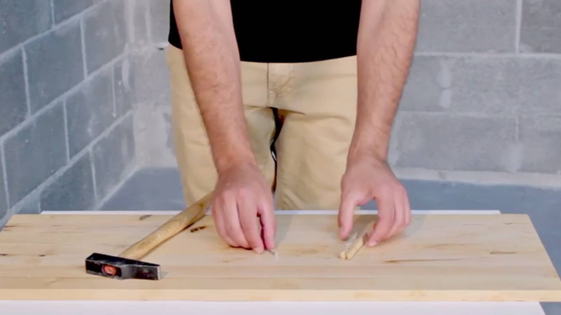 DIY Tips - How to avoid hammering our fingers